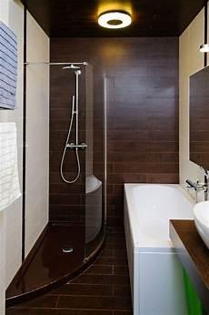kleine badezimmer ideen kleines badezimmer fliesen ideen dusche badewanne fliesen holzoptik bad badezimmer gestalten