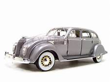 1936 CHRYSLER AIRFLOW SILVER 118 DIECAST CAR MODEL BY