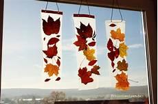 Herbst Basteln Kinder Fenster - anleitung kinder basteln ein fensterbild mit herbstlaub