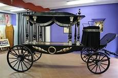 carrozza funebre onoranze funebri la misericordia pompe funebri lucca
