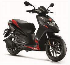 Aprilia Unveil Sr Motard 125 And 50cc Scooters Rescogs