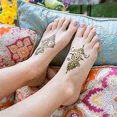15 simple henna tattoo designs to show off in warm weather