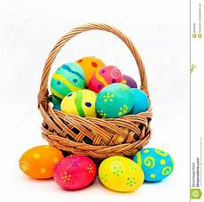 Bunte Ostereier Bilder - colorful handmade easter eggs in the basket isolated on a