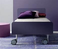 letto ruote letto moderno su ruote tobia di doimo cityline