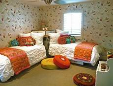 2 Bedroom Ideas For Small Rooms by Great Way To Place Two Beds In A Small Room Never Thought
