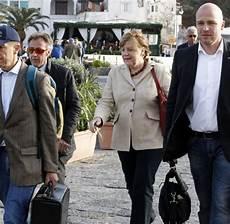 Merkel Auf Ischia Die Kanzlerin Im Verregneten Urlaub