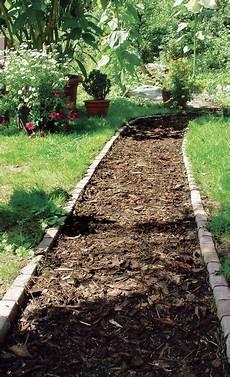 Gartenweg Mit Rindenmulch - gartenweg gestalten planung anlage selbst de