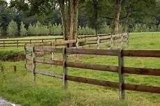 lisse en bois notre gamme cl 244 tures bois palissades bois barri 232 res