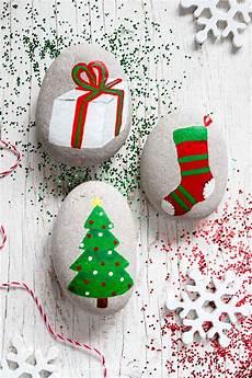Steine Bemalen Weihnachten - festive rock painting ideas sustain my craft habit