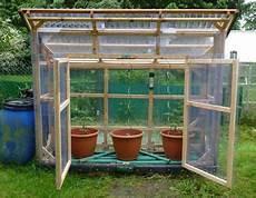 gewächshaus tomaten selber bauen bau eines stabilen tomatenhauses aus gehobelten latten holz latten gew 228 chshaus tomatenhaus