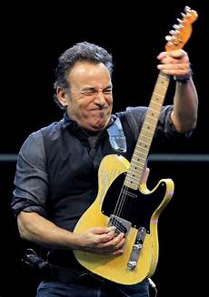 bruce springsteen guitar bruce springsteen and the e band at hden park glasgow in june 2013