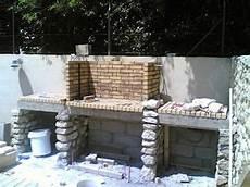 construction foyer barbecue en briques construire un