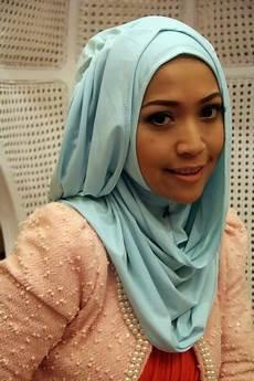 Tutorial Jilbab Hana Chsi