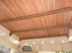 controsoffitti in legno prezzi pannelli finto legno per soffitto con travi finto legno