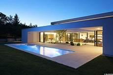 dachterrasse mit pool einfamilienhaus pool flachdach steinfassade