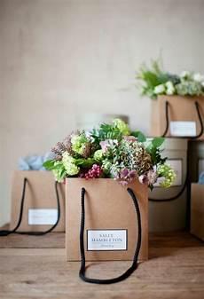 topfblumen als geschenk verpacken 1001 ideen wie sie eine elegante tischdeko selber machen