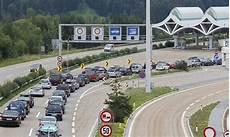 Ferienverkehr 20 Kilometer Langer Stau Vor