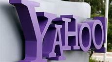 yahoo messenger introduces emojis read receipts and