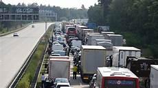 Stau A 10 - bei berlin nach t 246 dlichem autobahn unfall drohte explosion