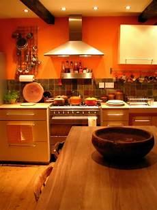 wandfarbe orange coole k 252 chen wandfarbe gelb orange und rot
