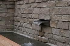 gemauerte jura mauer mit wasserfall wasserg 228 rten