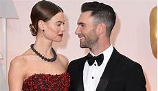 Adam Levine Frau - maroon 5 singer adam levine and model behati prinsloo