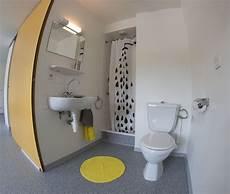 exemple d une salle de bain d un studio avec