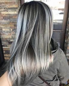 couleur cheveux gris argenté couleur cheveux gris blond coloration cheveux argent