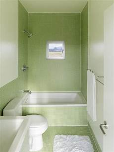 Kleine Badezimmer Design - kleines badezimmer mit gr 252 nen fliesen und kleine badewanne