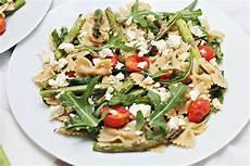 Grüner Spargel Mit Nudeln - nudelsalat mit gr 252 nem spargel feta und tomate
