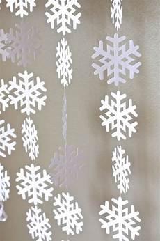 schneeflocken girlande basteln frozen snowflake garland large frozen snowflake banner