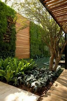 bepflanzung vor einer mauer hausfassaden beispiele und tipps mit mauern und pforten