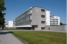 the bauhaus building by walter gropius 1925 26 school
