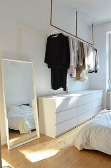 schlafzimmer ohne schrank idee f 252 r offenen kleiderschrank kleider aufh 228 ngen ohne