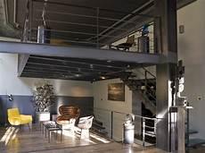 Mezzanine En Metal Decorando Francesa O Metal Dentro De Casa
