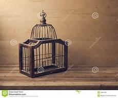 gabbia uccello gabbia di uccello vuota di legno fotografia stock