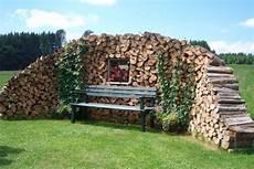 Holzstapel Am Haus - holzstapel garten gardens fences and