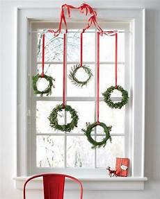 15 window decoration with wreaths and garlands