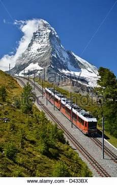 treno a cremagliera svizzera zermatt svizzera gornergrat treno turistico con cascata