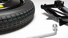 aide changement voiture outils 224 conserver dans votre voiture pour changer une roue