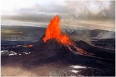 Gambar Gunung Krakatau Saat Meletus
