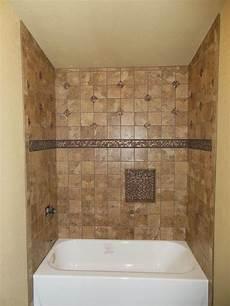 badewanne fliesen ideen tub surround with single built in shower shelf marazzi
