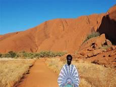 get australia tips for travelling to uluru australia tweets world