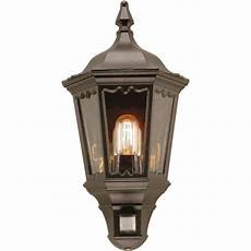 outside security wall light in traditional style built in