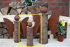 Deko Ideen Aus Holzstämmen - schmetterling auf baumstamm edelrost holz dekoration