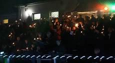 300 menschen singen weihnachtslieder im preussen stadion