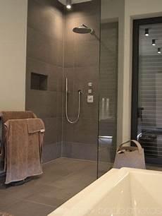 Barrierefreie Dusche Gro 223 E Dusche Behindertengerechtes