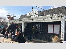 Two Draws a Crowd at Jones BBQ