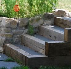 marche en exterieur marches bois et b 233 ton jardin en pente sloping garden