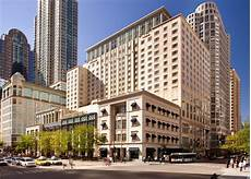 hotels in chicago peninsula hotel chicago